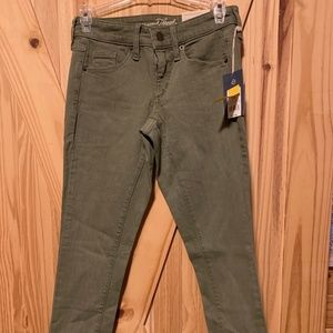 3/$30 🌺 Universal threads Womens Olive Jeans